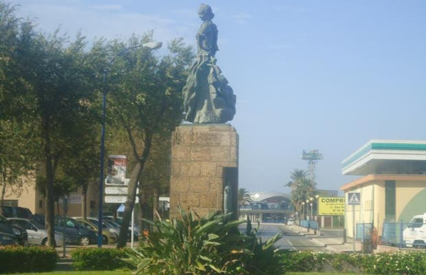 Monumento a La Lola