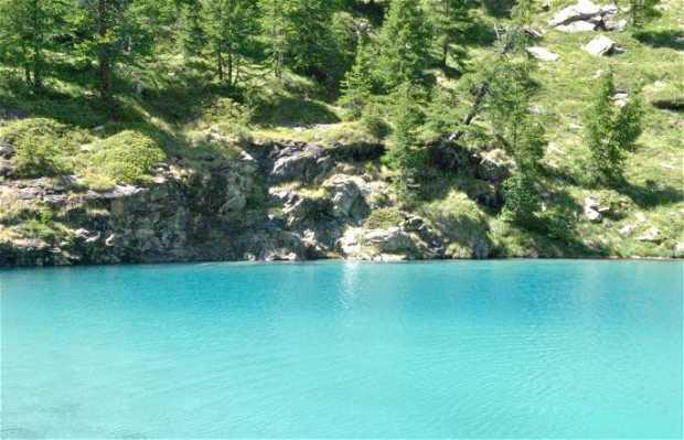 Lago Blu del Valle d'Ayas, Champoluc, Italia