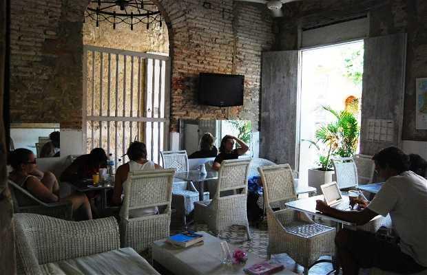 Media Luna Cafe