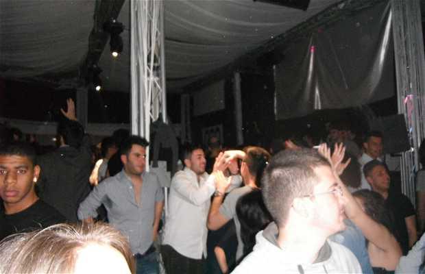 Coountry disco club
