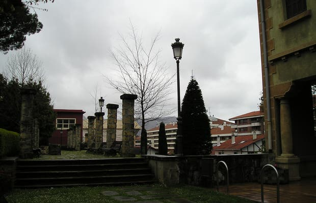 Ikust-Alaia library