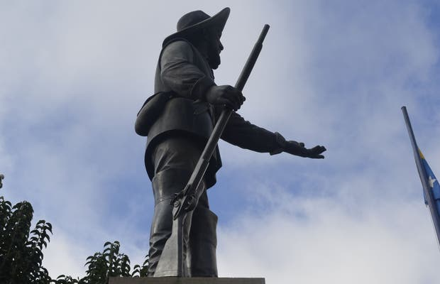 Monumento à Correia Pinto