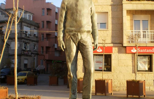 Sculpture El Aviador