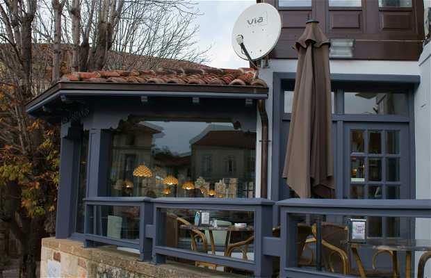 Los Castaños Cafe
