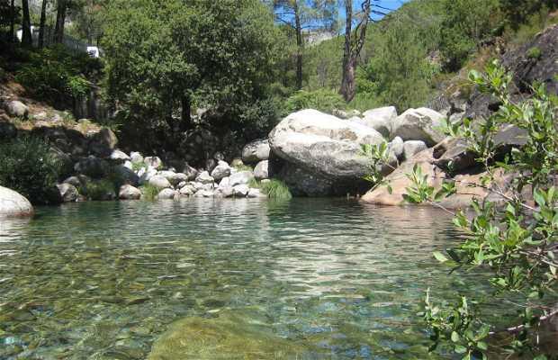 Charco verde de guisando en guisando 4 opiniones y 10 fotos for Piscinas naturales sierra de gredos