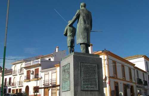 Estatua de D. Alfonso Molina Padilla