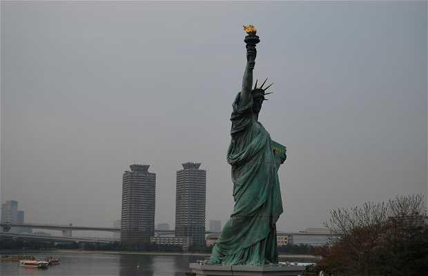 Estatua de la libertad en tokio 3 opiniones y 7 fotos for Interior estatua de la libertad