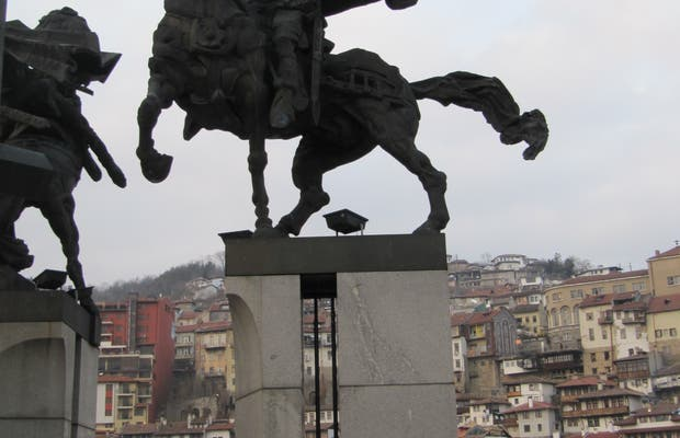 Monumento Asenid