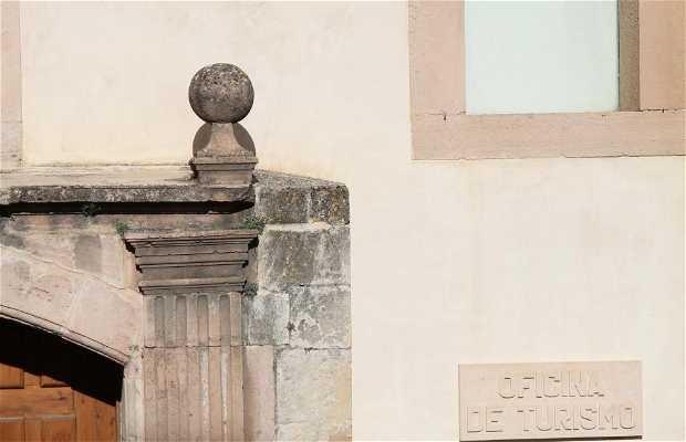 Iglesia de los Santos Justo y Pastor-Oficina de Turismo