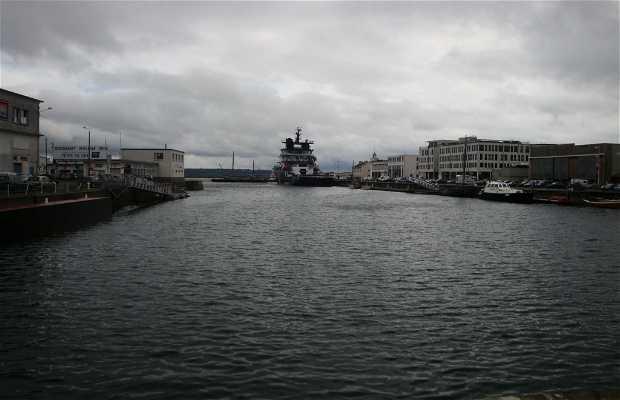 Puerto de comercio