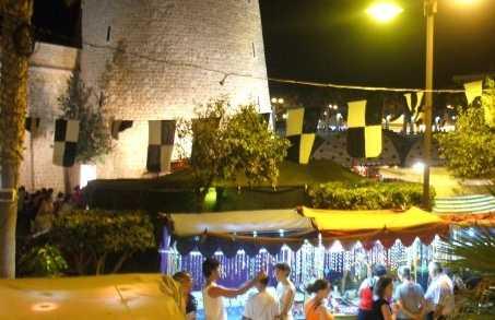 Marché nocturne à Roquetas