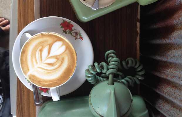 Kaweh Cafe & Coworking