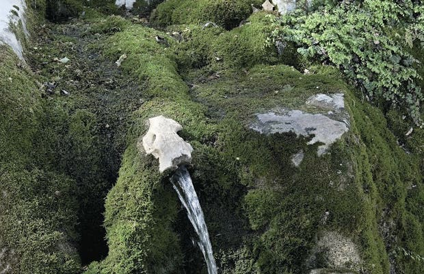 Cuevas Del Becerro: Acunado Entre Rocas