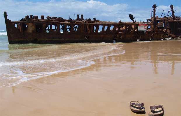 S.S. Maheno, shipwrecked boat in Fraser Island