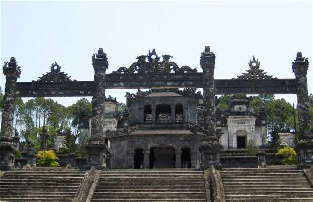 Tumba do imperador Khai Dinh