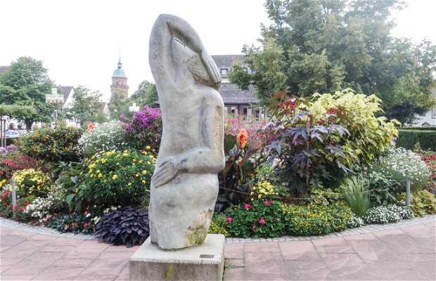 Escultura Mujer Tímida