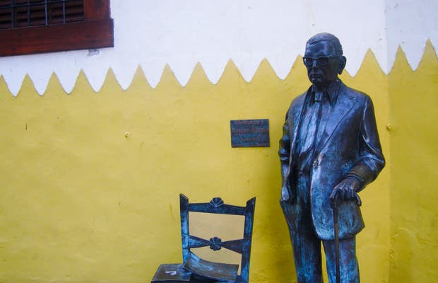 Monumento homenaje a Néstor Álamo