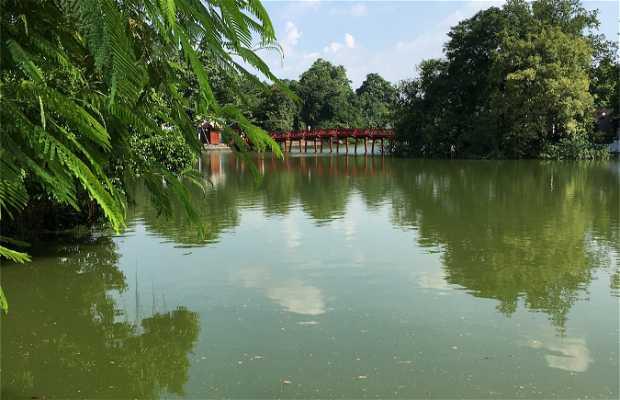 Lago Hoan Kiem a Hanoi