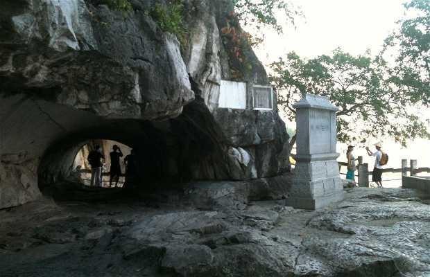 Caverna de la Media Luna