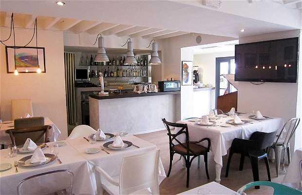 Porto Pino Restaurant & Boutique
