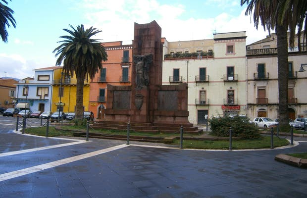 Piazza iv novembre bosa a bosa 1 opinioni e 6 foto for Arredare milano piazza iv novembre
