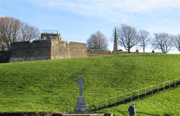 La cruz celta en recuerdo al voluntario del Óglaigh na hÉireann, Séan Keenan