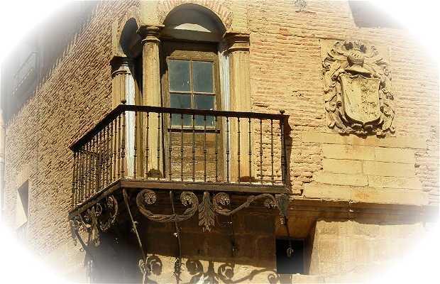 Ruta de Casas Solariegas y escudos medievales