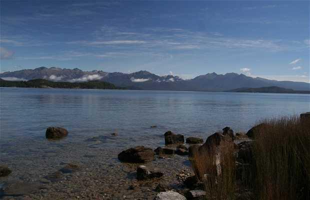 Lago y Pueblo de Te Anau