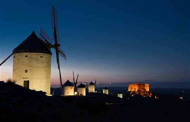 Château et moulins à Consuegra