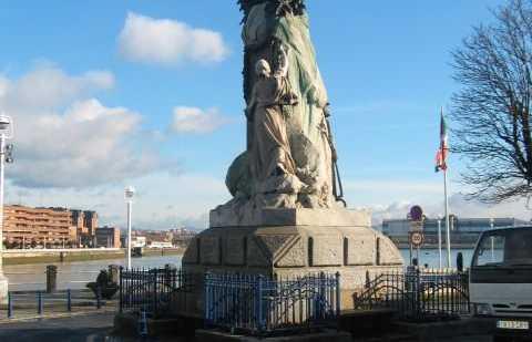 Monumento a Víctor Chavarri
