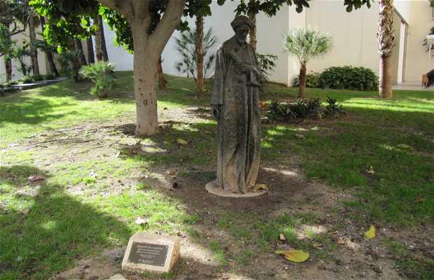 Estatua de Salomón Ben Gabirol