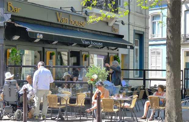 Van House bar