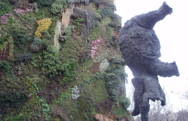 Gran elefante erguido de Miquel Barceló