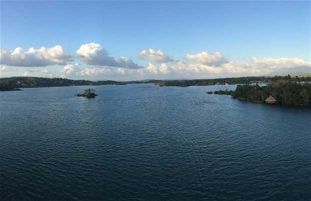 Navegando por Rio Dulce
