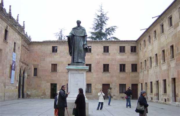 Estatua a Fray Luis de León