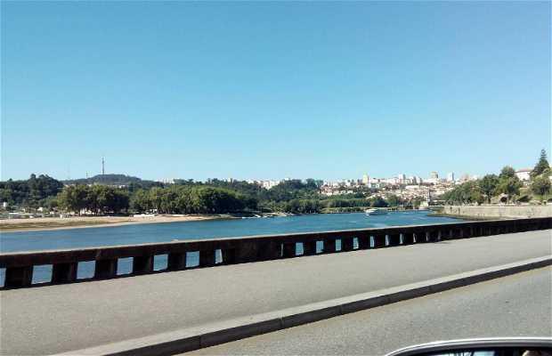 River Douro as it passes through Porto