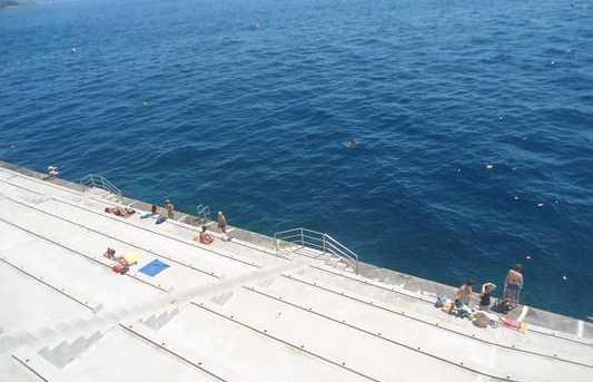 La plage de bitume de Monaco