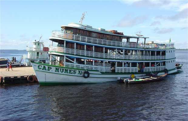 Plataforma flotante en el Amazonas