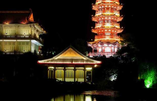 Pagoda encendida