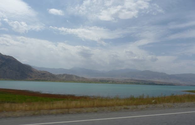 Spectacular scenery on the Osh-Bishkek road