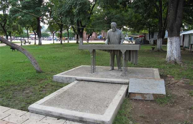 Estatua de Zeferino Nandayapa