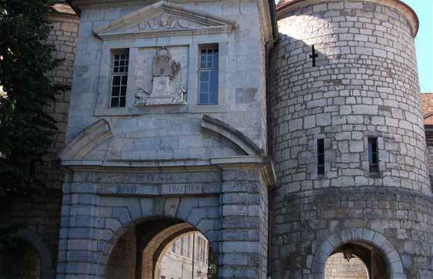 Puerta de Rivotte