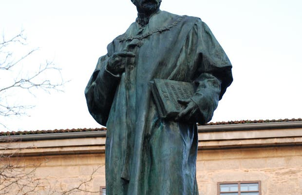 Estatua de Montero Ríos