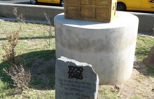 Estatua Anne Frank