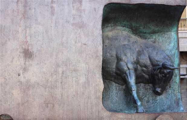 Monumento Toro Encajonado