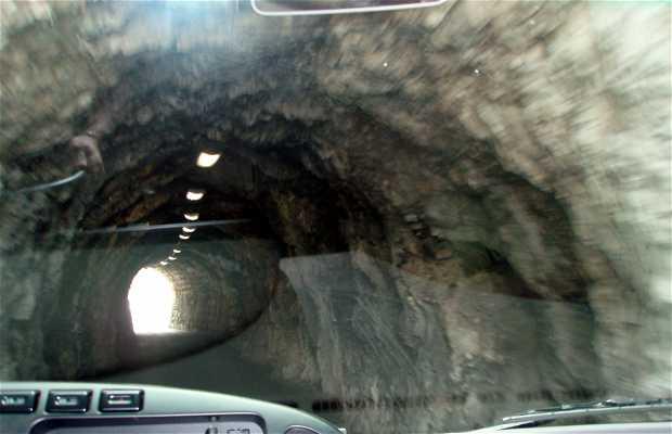 Túneles de la II Guerra Mundial (World War II Tunnels)
