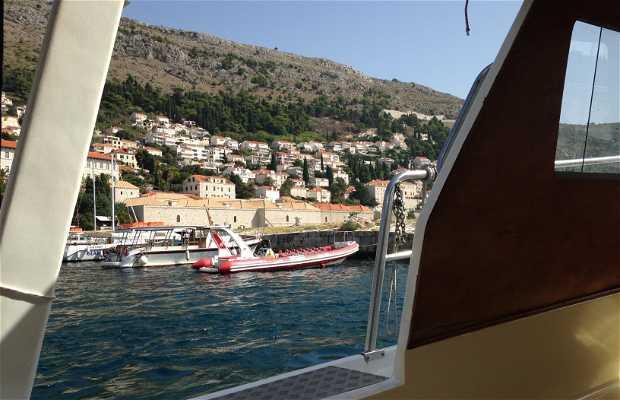 Barco a Cavtat