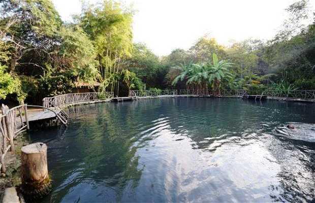 Laguna de agua sulfurosa