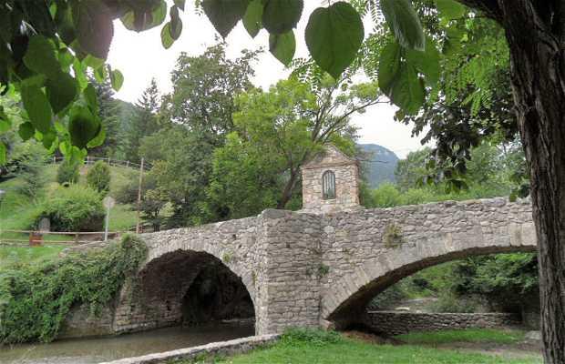 Puente Románico del río Bastareny