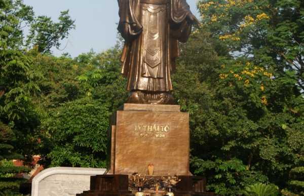 Estatua del Emperado Ly Thai
